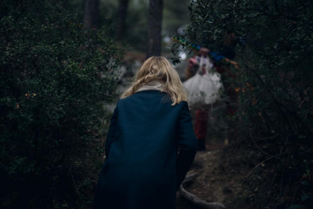 Une séance engagement poétique en forêt près d'Aix-en-Provence