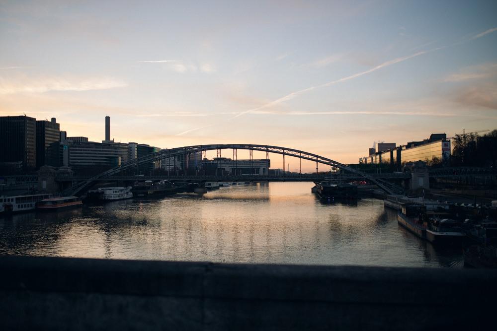 Vue depuis le pont d'Austerlitz à Paris 12ème au lever du soleil