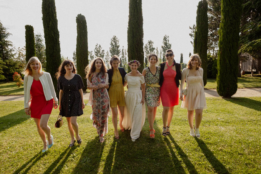 Photo de groupe de la mariée avec ses demoiselles d'honneur
