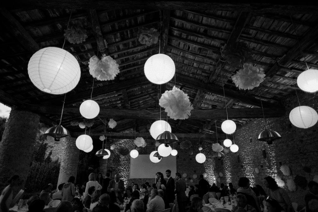 La salle de réception du Domaine la Bâtie pour un mariage bucolique en Drôme