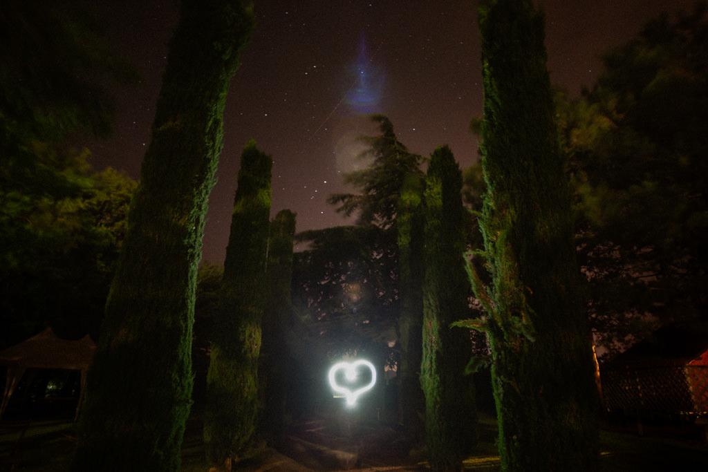 Un coeur en lightpainting pour les mariés