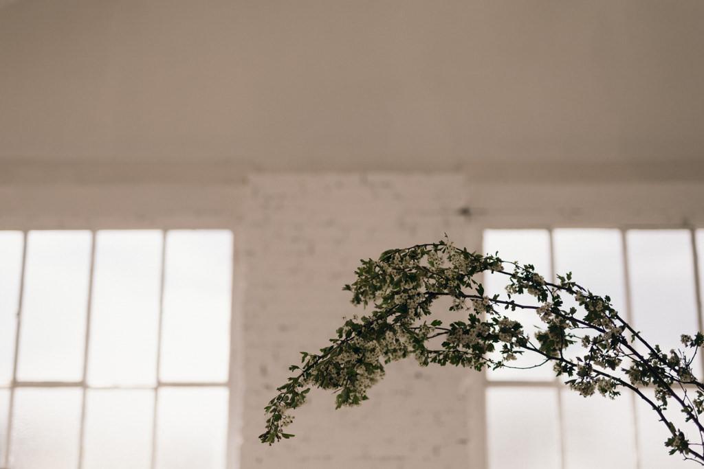 Design floral de Reflets Fleurs pour un shooting inspiration minimal à Paris