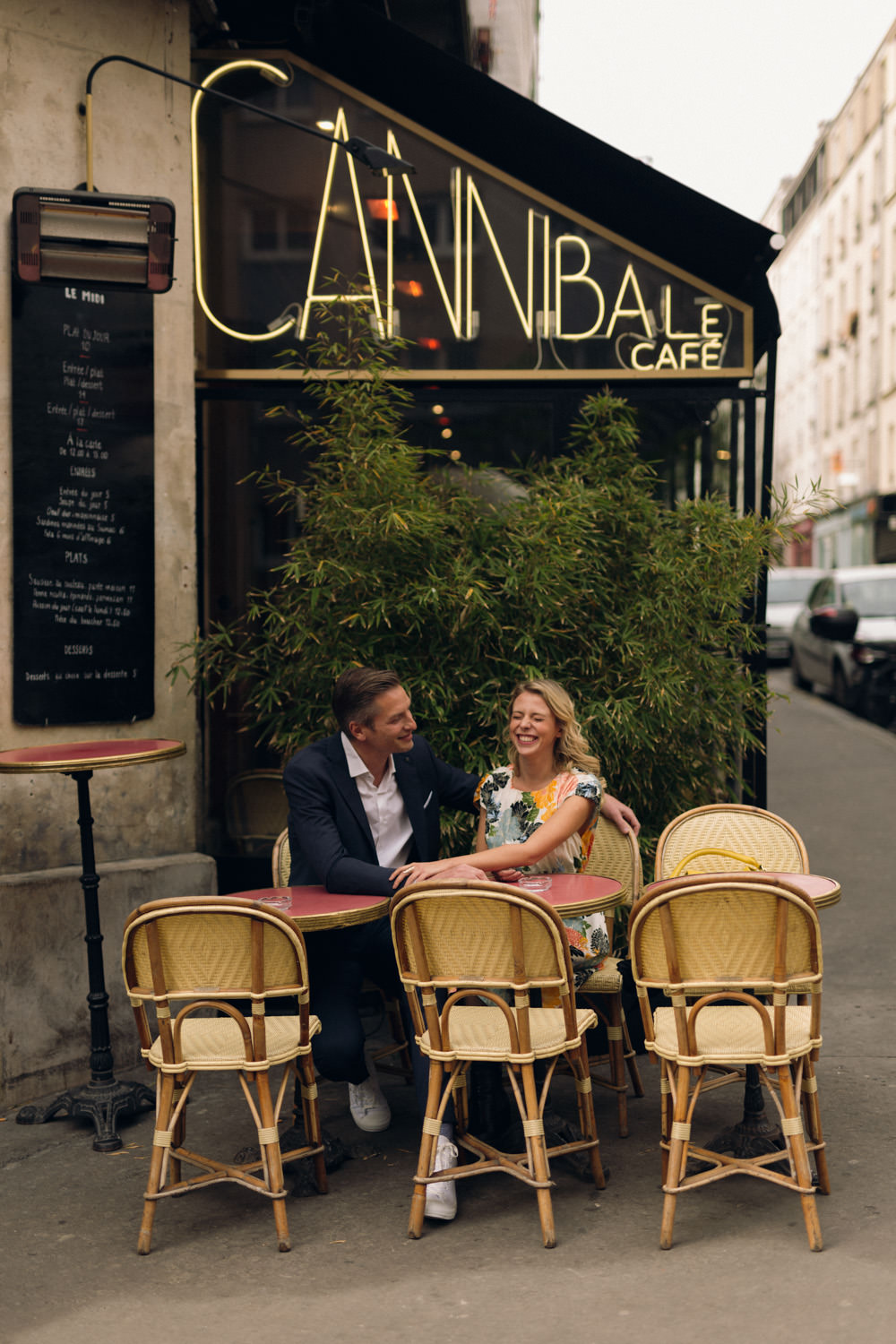 Couple photo session at a terrace café in Paris