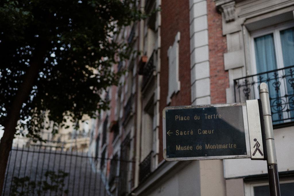 Les escaliers de la Butte Montmartre à l'heure bleue