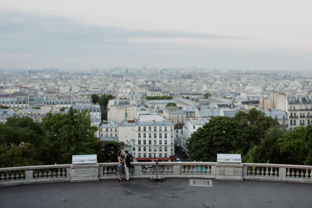 Vue de Paris depuis le Sacré Coeur sur la Butte Montmartre - Séance engagement Montmatre