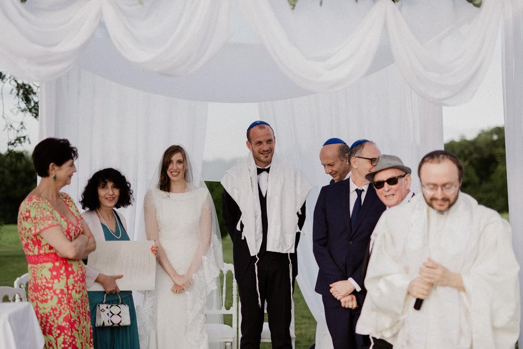 Conclusion traditionnelle d'un mariage juif : le mari brise le verre !
