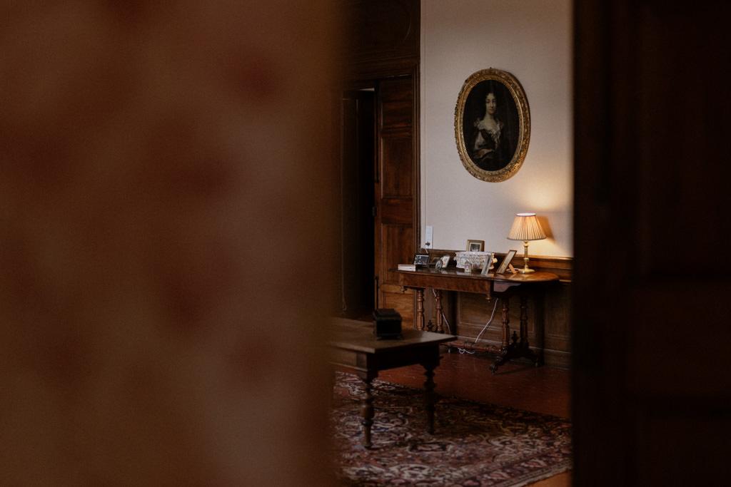 Le château d'Alphéran est décoré avec goût pour une réception de mariage élégante en Provence