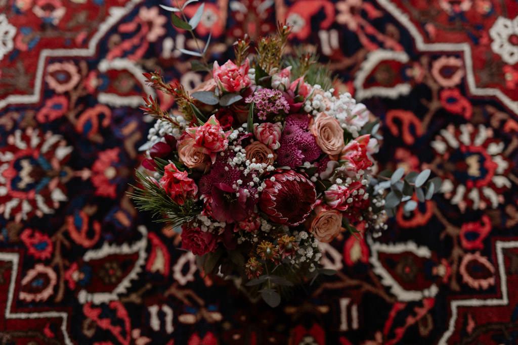 Bouquet de la mariée par la fleuriste de mariage Atelier de Vik