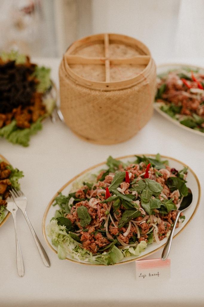 Une des spécialités du buffet laotien fait maison